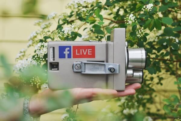 Vanha videokamera, FB live -tarra